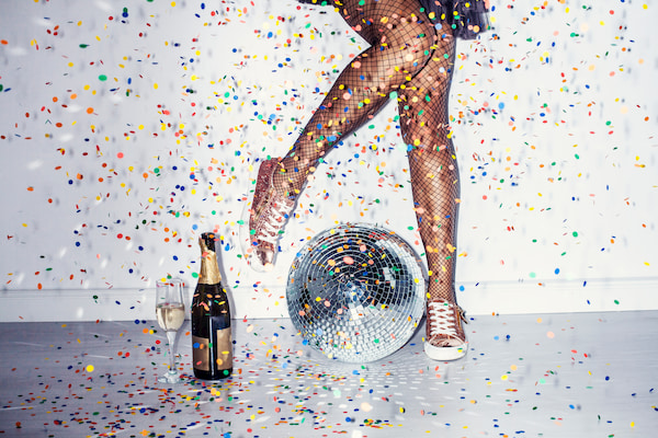 Parties with champagne, music and dance